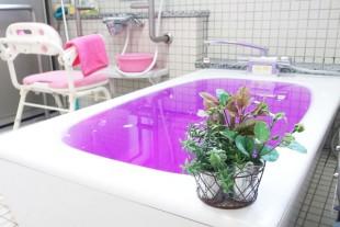 ユニットは個浴室があり、お一人づつゆったりと入浴して頂けます。  身体の状態に合わせて、リフト浴や特殊浴槽でも入浴できます。