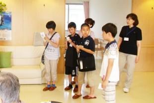 職員の子供達が、現場で働く父母の姿に解れる「子供参観日」を企画